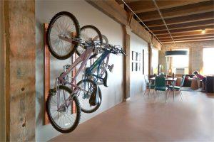 Настенное хранение велосипеда