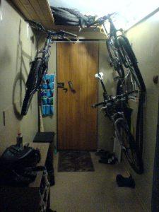 Как правильно хранить велосипед в подвале или гараже