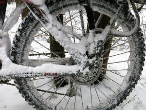 Снег и лёд на ободе