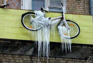 Обмерзший велосипед