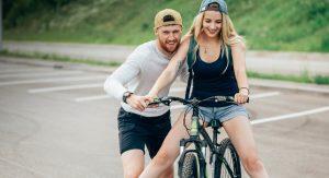 Обучение езде на велосипеде взрослого