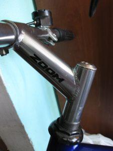 Вынос на резьбовой рулевой колонке велосипеда